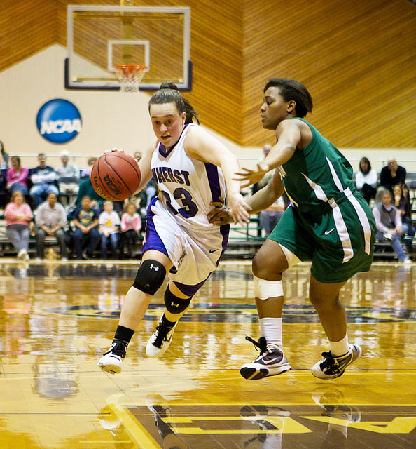 Women's Basketball Aims to Defend its Crown | The Amherst ...